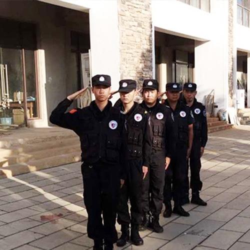 街道巡逻中的昆山保安